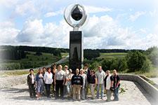 Фото на память у Памятника первооткрывателям прикамской нефти